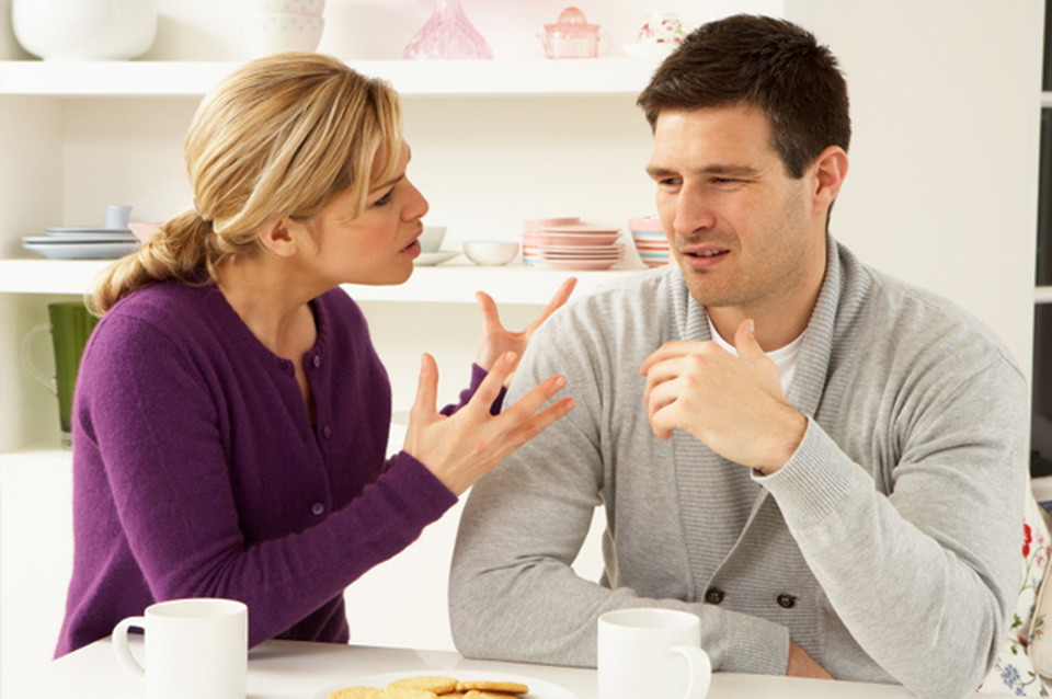 couple-arguing-at-kitchen-table_resize